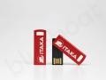 pendrive z grawerowanym logo na metalowej części pamięci